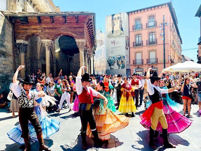 Escuela de Danzas Populares