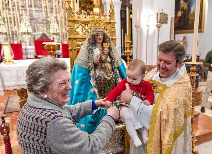 presentación de niños a la Virgen