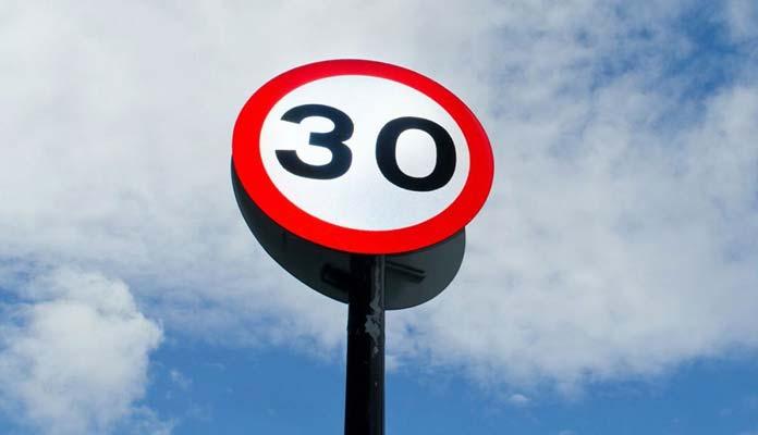 límites de velocidad en ciudad